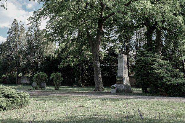 obelisk friedhof 2 serie -6448